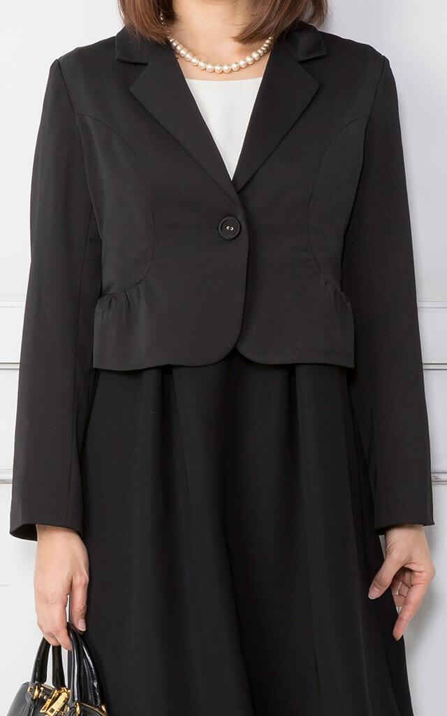 女性らしい雰囲気の定番ジャケット