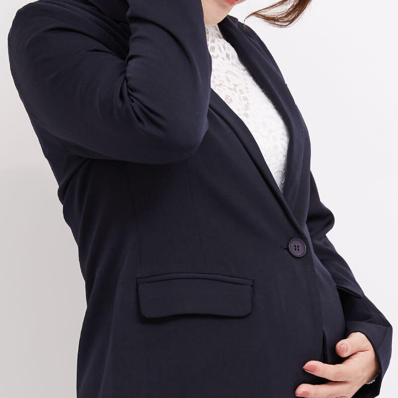 妊娠中もばっちりきまるテーラードジャケット
