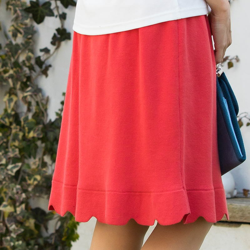 裾のスカラップスカート モデルのバックスタイル
