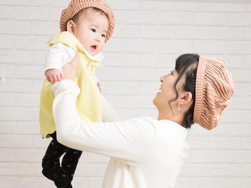 イエローのスカート ママのたかいたかいのイメージ