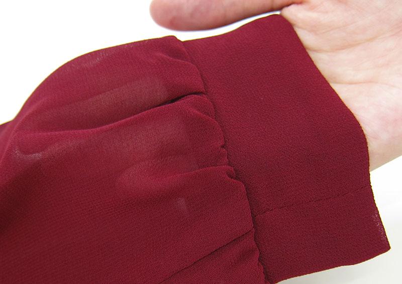お袖はきちんと感のあるカフス仕立て。