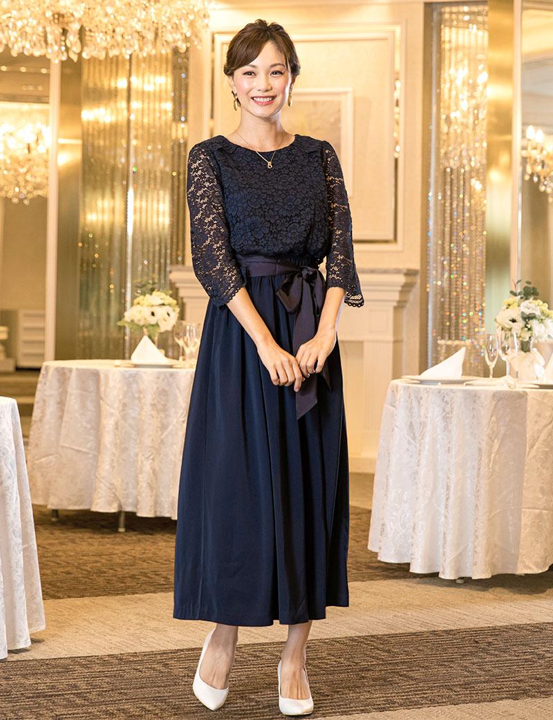 上品で大人シックなデザインのロング丈ドレス