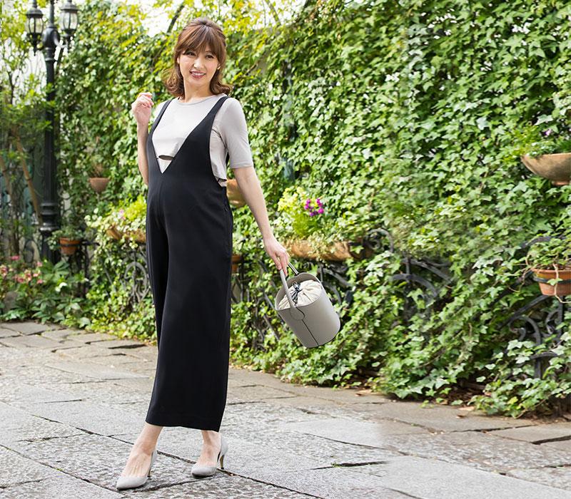 ブラック着用全身イメージ 裾のシルエットがキレイ
