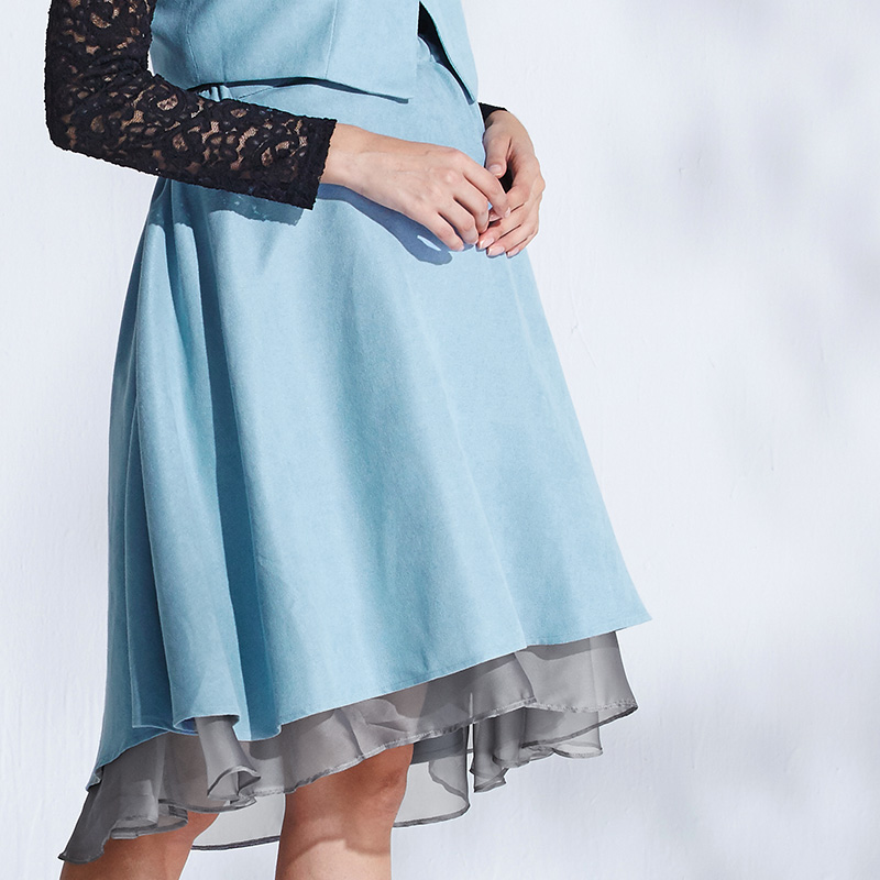 モードなテールカットは妊娠中も着られて嬉しい!