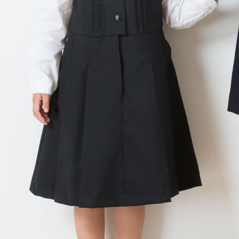 しっかりとした印象のプリーツスカート