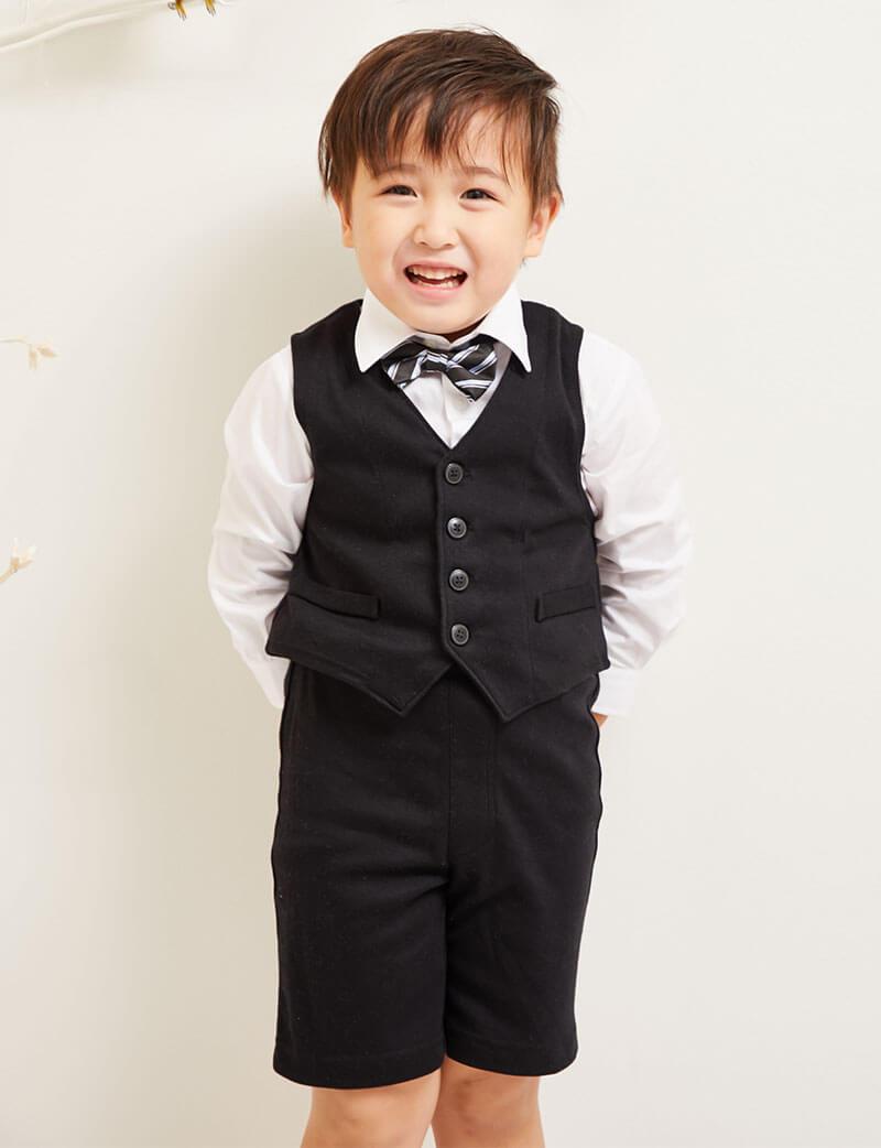 ベストと蝶ネクタイで上品スーツスタイル