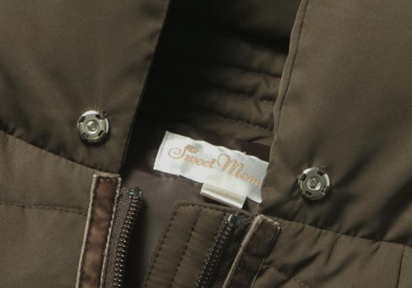 襟元のスナップボタン