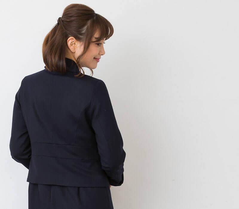 後ろ姿も美しいジャケット