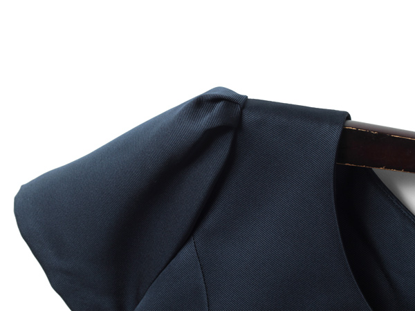 タックの綺麗なふんわり袖