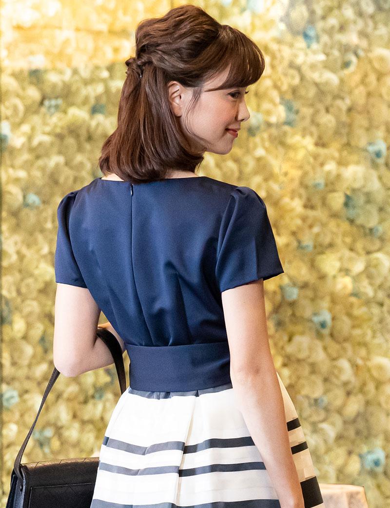 張りのある贅沢生地美しいマタニティドレス