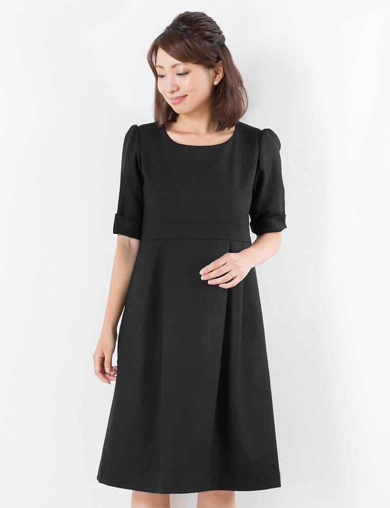 礼服としても使えるシンプル上品な妊婦ワンピース