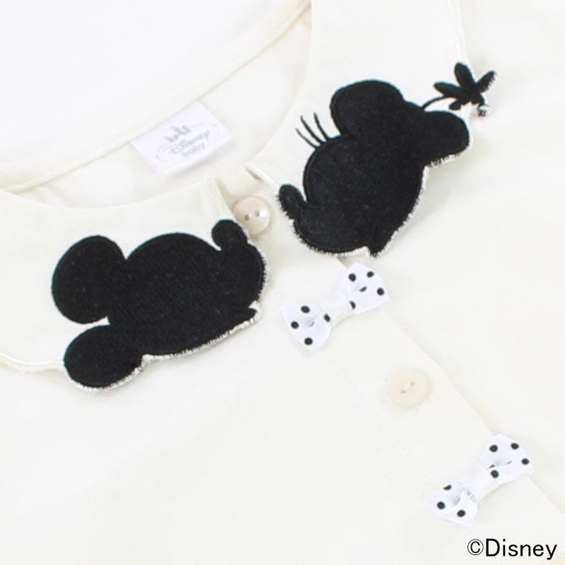ミッキーとミニーが見つめ合う衿の刺繍がポイント