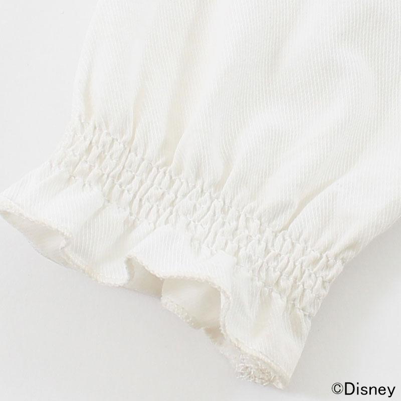 シャーリング仕立てで優しくフィットするお袖。