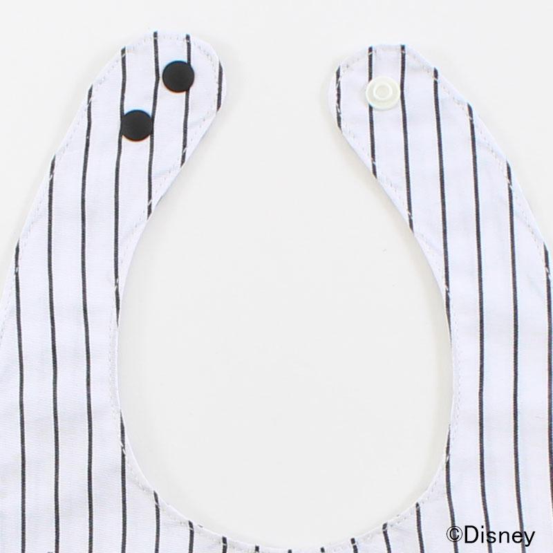 スタイの襟はスタンダードなスナップボタンで使い勝手も◎