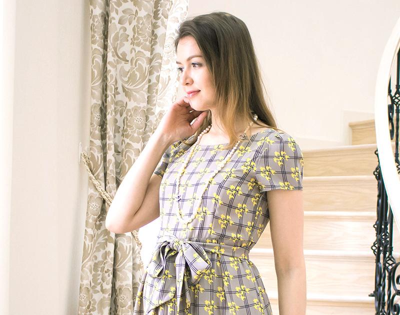 デコルテもきれいな授乳服ドレス