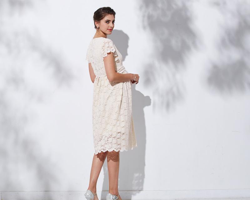 バックスタイルも上品な授乳服ドレス