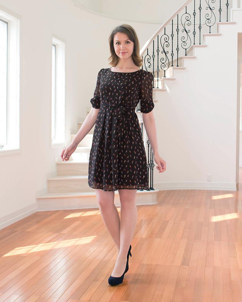 春夏にぴったりの軽い素材感の授乳服ワンピース