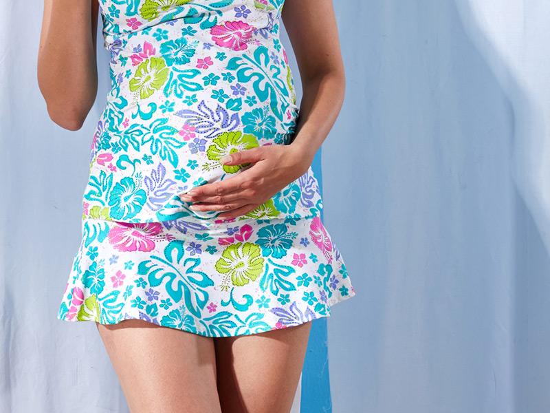 妊婦さんのおなかを優しく包み込むマタニティ水着