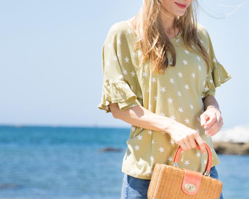 派手すぎない小さな星柄がカジュアルでかわいい授乳服Tシャツ