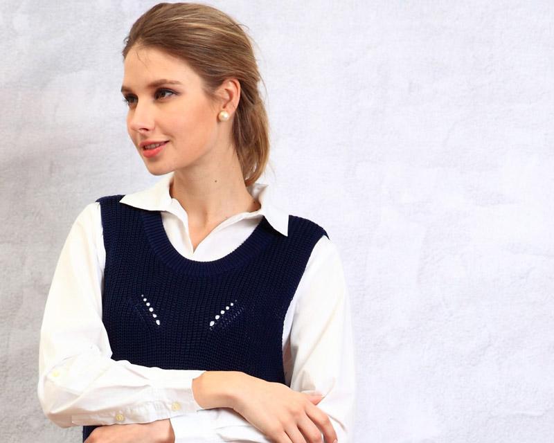 おしゃれな編み目が特長の授乳服ベスト