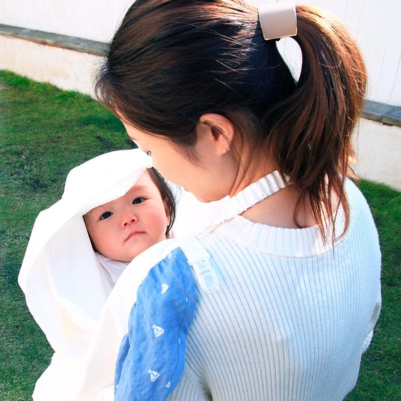 大判なので、赤ちゃんがすっぽり隠れます