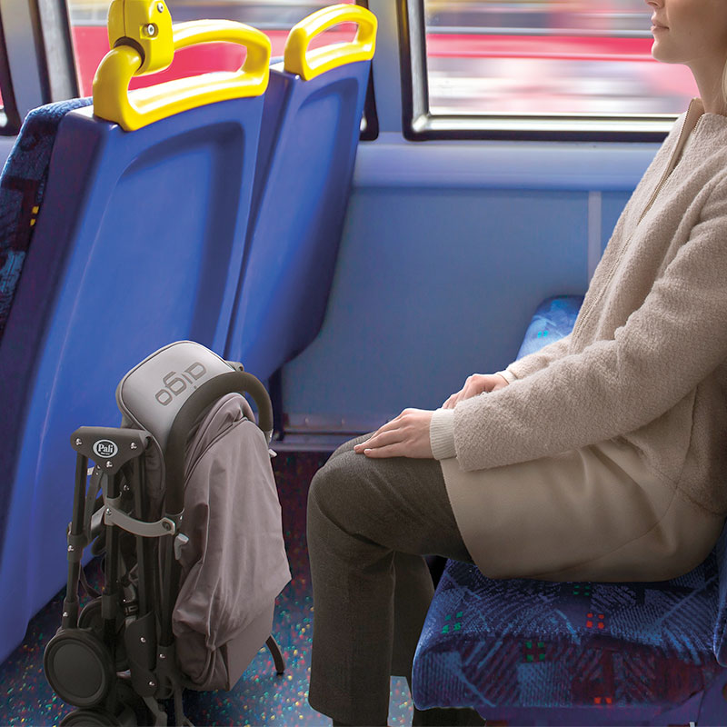 超軽量コンパクトベビーカー アイゴ バスや電車でも混雑時も安心