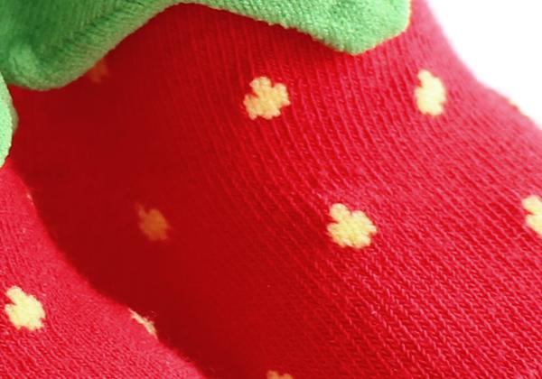 いちごのつぶつぶも編みで表現!