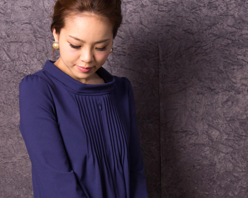 美しいバストアップの授乳服ドレス