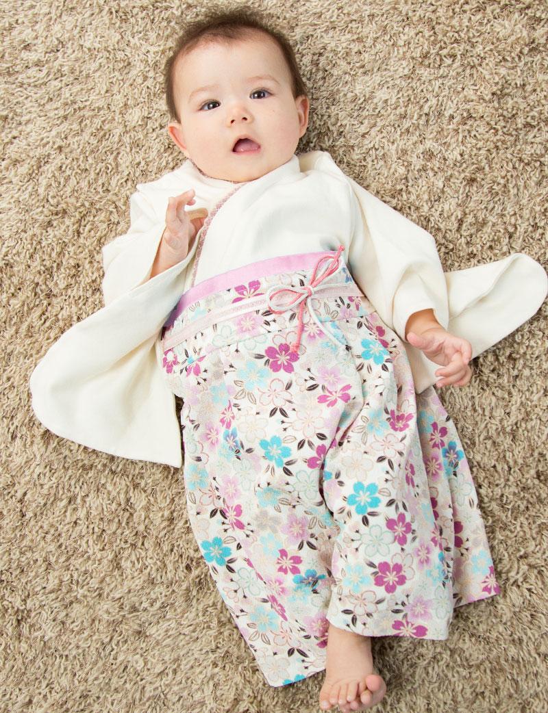 素材にもデザインにもこだわった、スウィートマミーの袴風カバーオールです。