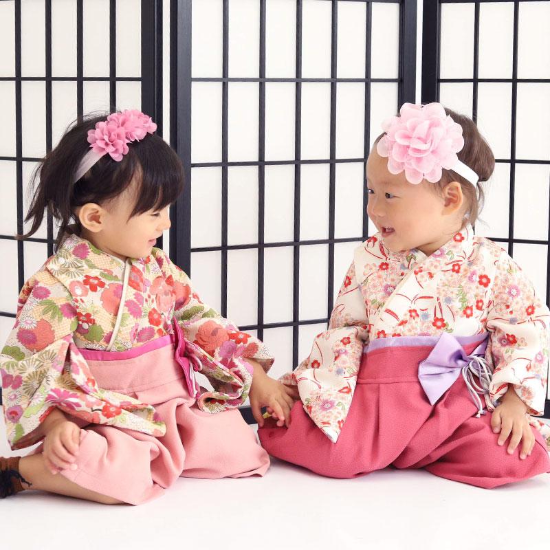 可愛い本格的なベビー袴 チェック柄ベビー 女の子 袴 双子コーデ