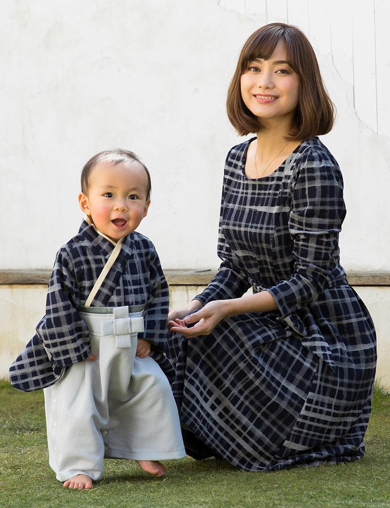 女の子の袴風ベビー服は華やかなサテンリボン