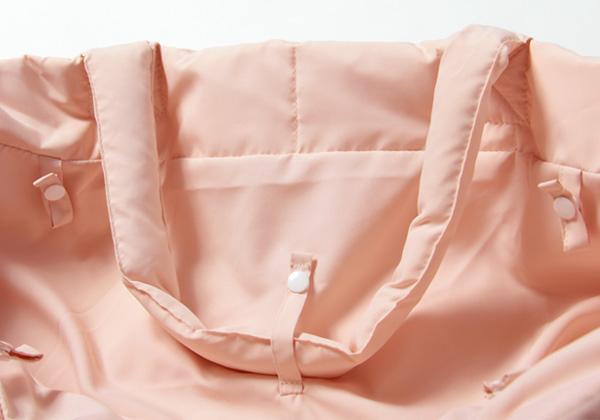 フットマフで使用する際、バックの持ち手は中で留めると、脚をひっかけず安心
