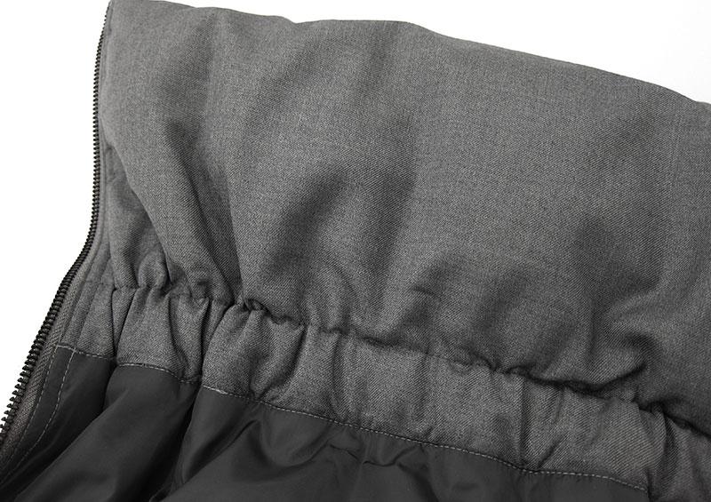ベビー用ダッカーは、上下ゴム入りで広がりを防ぎます。