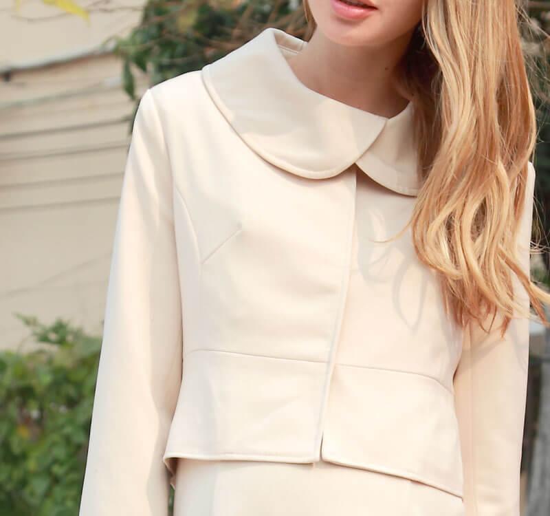 丸襟のマタニティジャケットがかわいい
