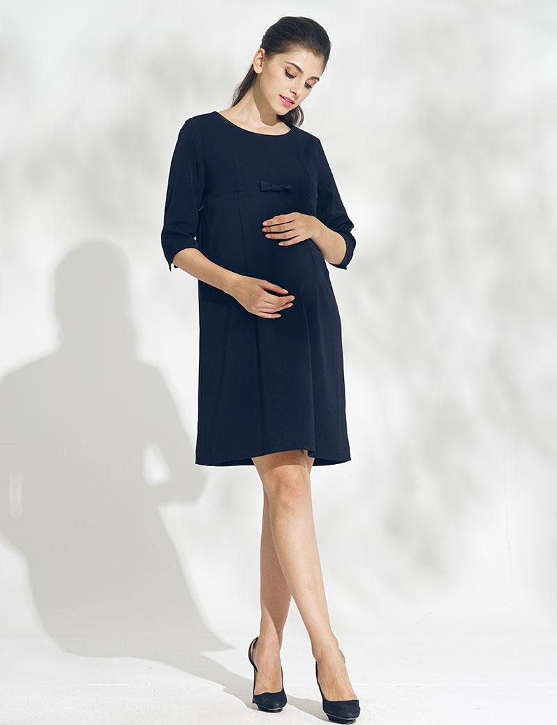 シンプルなデザインがおすすめの授乳服ワンピース