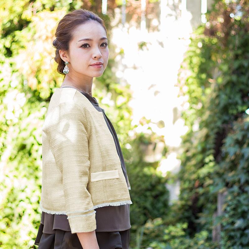 裾、袖口のフリンジが高級感とリッチな雰囲気に