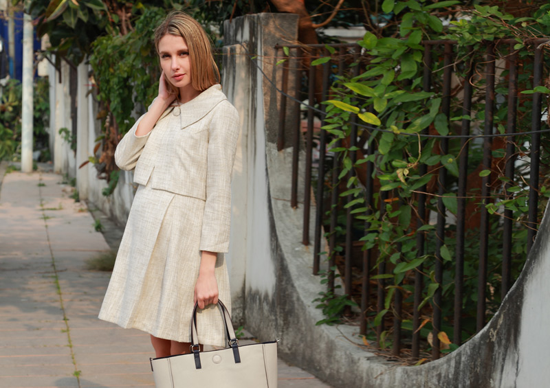 フォーマルなツイードアンサンブルの授乳服 マタニティ着用画像ベージュ