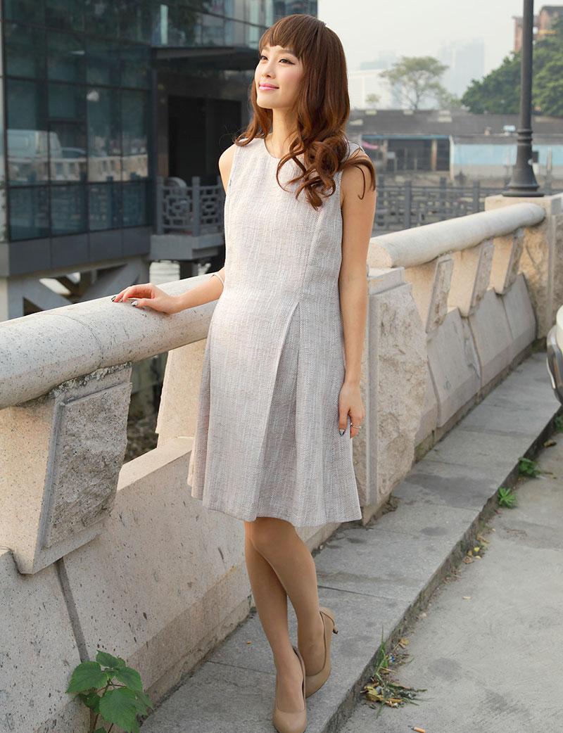 フォーマルなツイードアンサンブルの授乳服 バストアップ画像