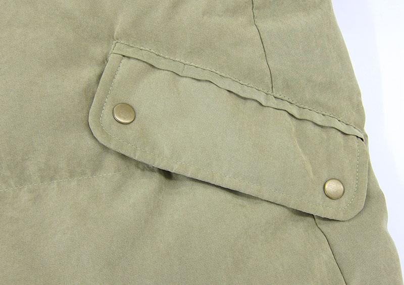 フラップ付きのおおきめポケットが便利!