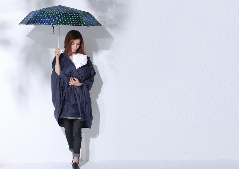 2WAYレインポンチョの傘を使っている場合