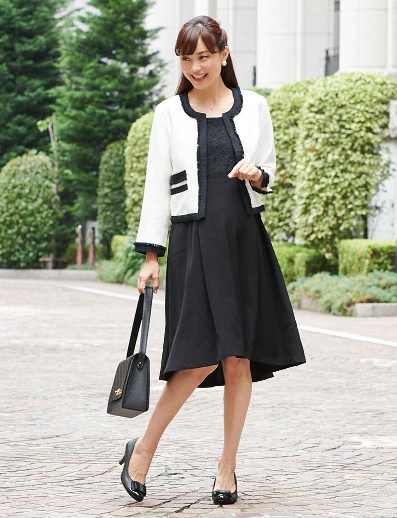 ホワイトジャケットとブラック授乳ドレスのコーディネート