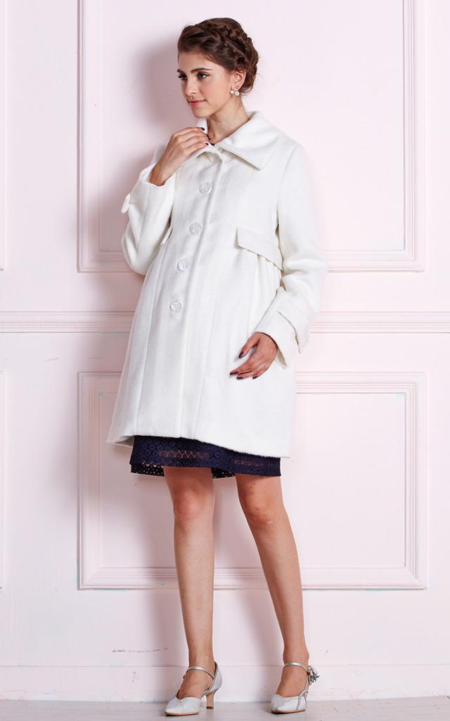 上品なデザインで大人可愛いママコート