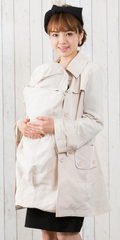 ベビーをだっこしても綺麗に着こなせる春トレンチママコート