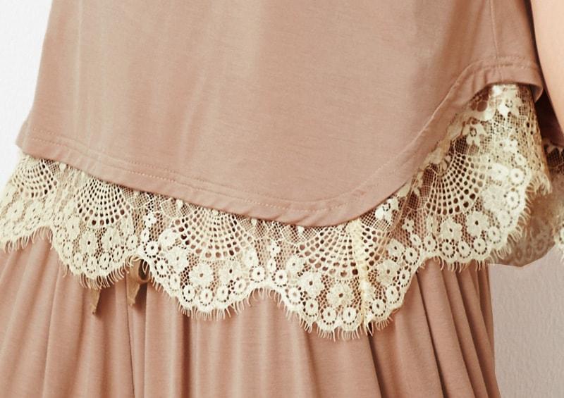 裾のレースがかわいい授乳服