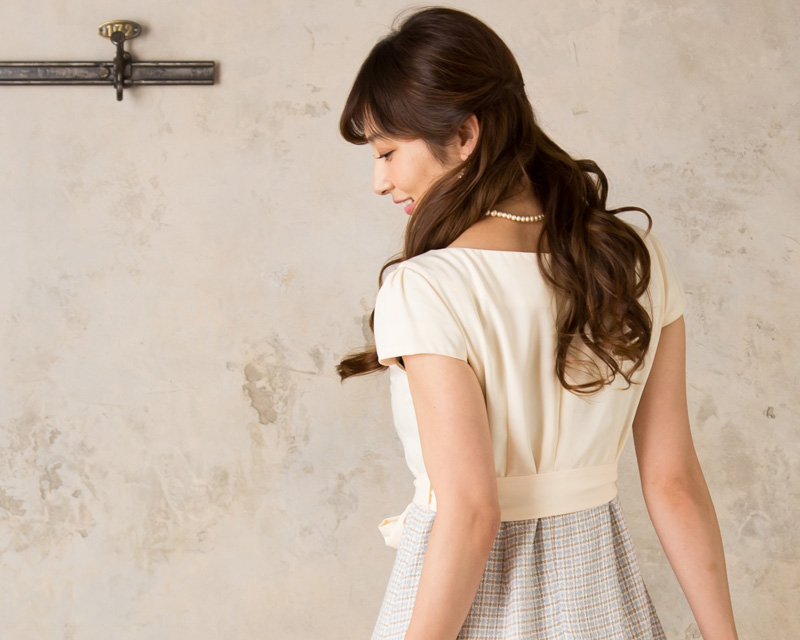 背中美人な授乳服ドレス