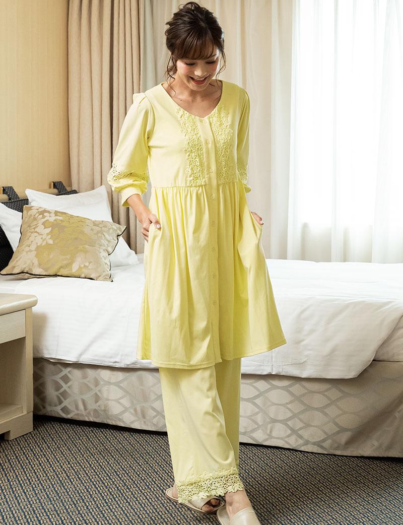 マタニティパジャマ落ち着いたピンク着用 全身イメージ