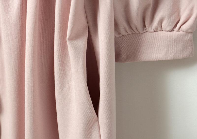 上着の両サイドにポケットが付いていて便利です。