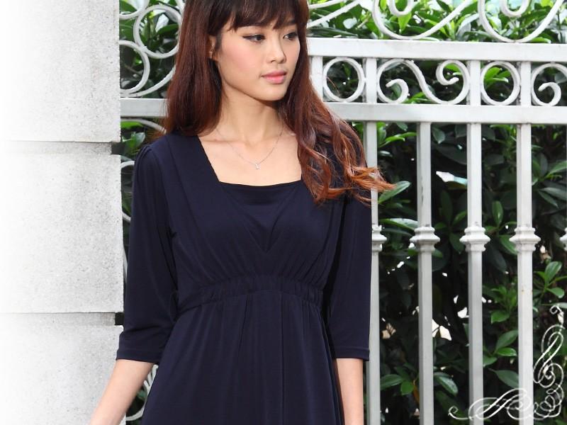 女性らしいデコルテラインを叶える授乳服