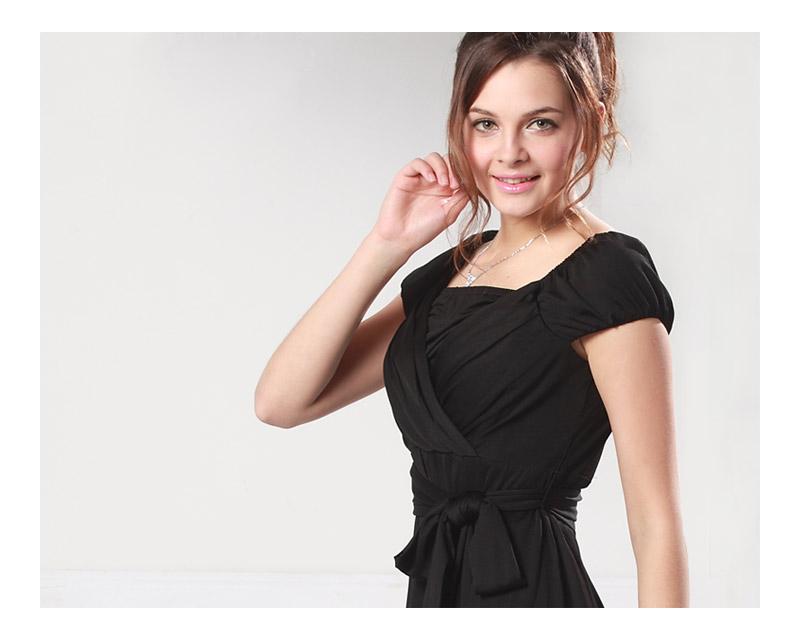 胸元を美しく見せるカシュクールデザインの授乳服ドレス