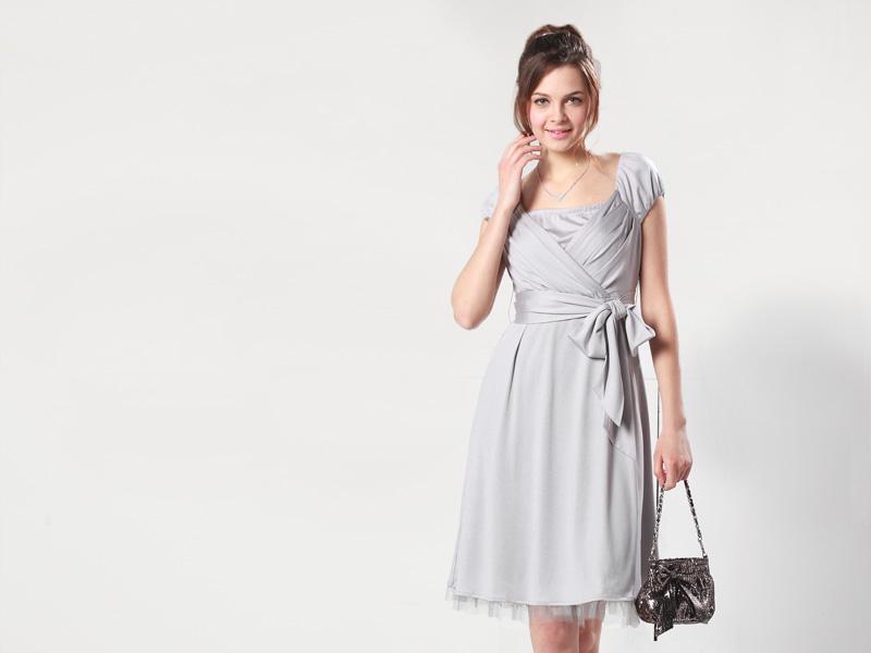 上品な印象でおでかけにぴったりな授乳服ドレス
